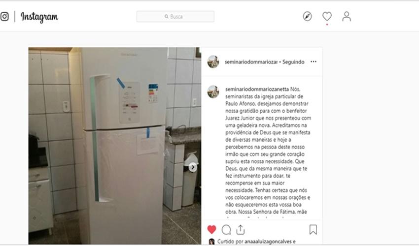 Seminaristas agradecem ao benfeitor por geladeira