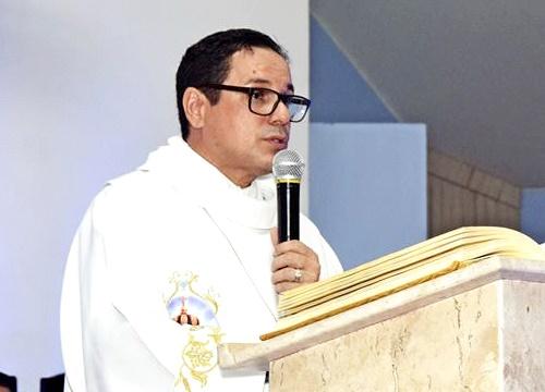 Padre Adriano Carvalho