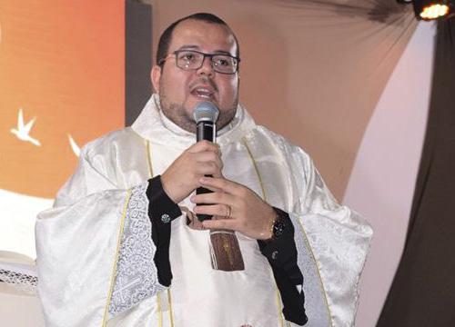 Padre Thiago Nunes