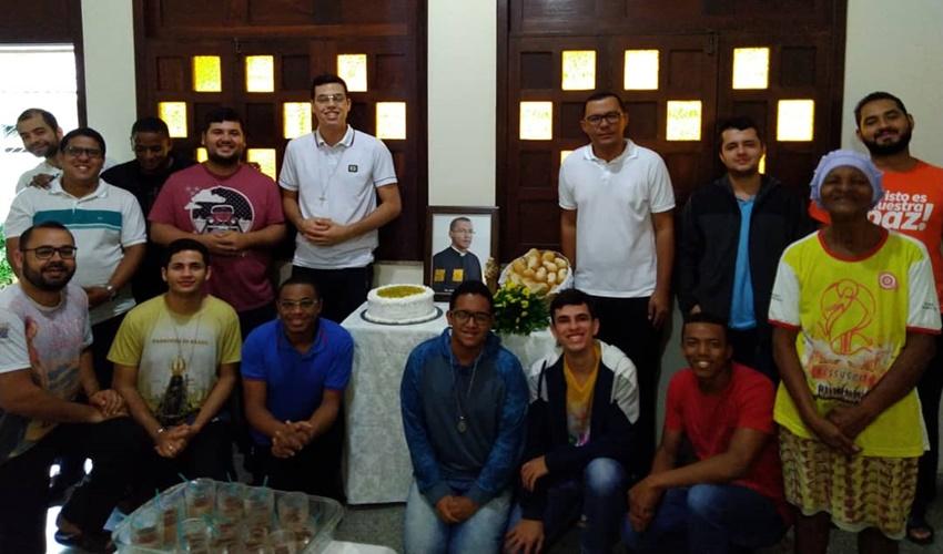 Pe. Antônio Gomes completou hoje, 39 anos, e celebra a data com os seminaristas